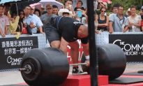 Worlds Strongest Man Deadlifts Almost 1,000 LBS