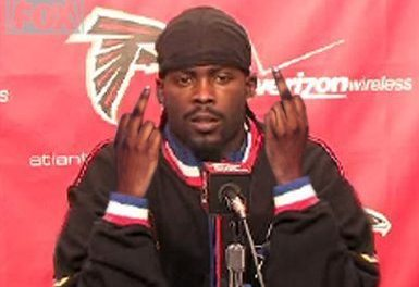 Nike Resigns Micheal Vick To Endorsement Deal