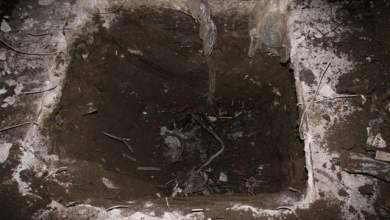 Photo of Acerra – Materiale plastico combusto sotto la gettata di cemento in un'azienda