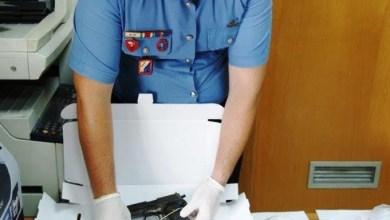 Photo of Trecase – Nascondevano nella loro officina bomba a mano e pistole: arrestati