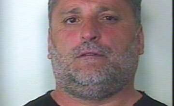 Photo of San Vitaliano – Nascondeva droga ed un arsenale sotto la ruota di scorta, arrestato 51enne