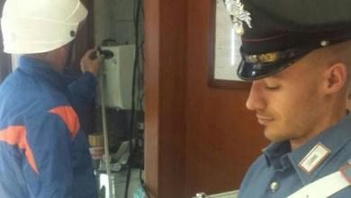Photo of Napoli – Carabinieri scoprono 10 esercizi commerciali allacciati abusivamente alla rete elettrica: Danni per 350mila euro