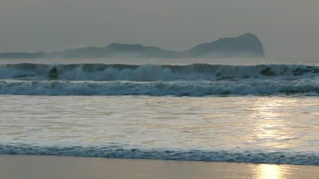 Wintry Waves near Worms Head