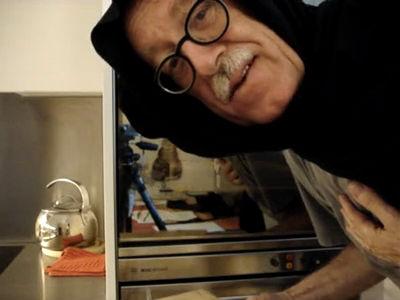 Nonna L. bäckt Pane Carasau