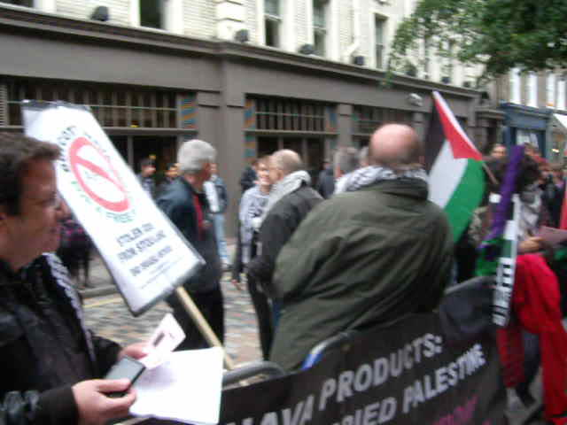 Anti-Israel activists conversing with passers-by outside Ahava – 6th November