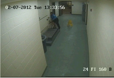 ACO at Memphis pound drags and chokes dogs