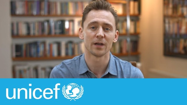 Tom Hiddleston partage sa photo de classe – #EmergencyLessons | UNICEF