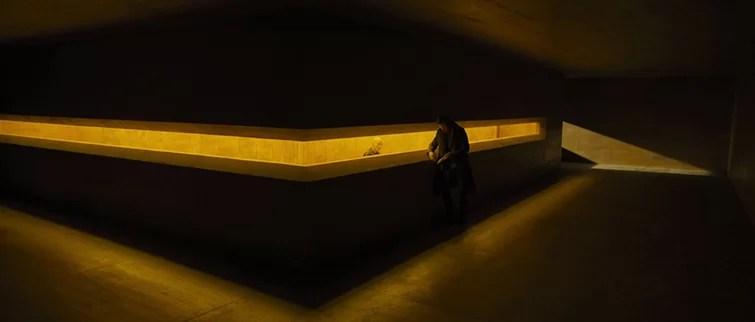 Encontrar simetría y color en un futuro distópico: amarillo