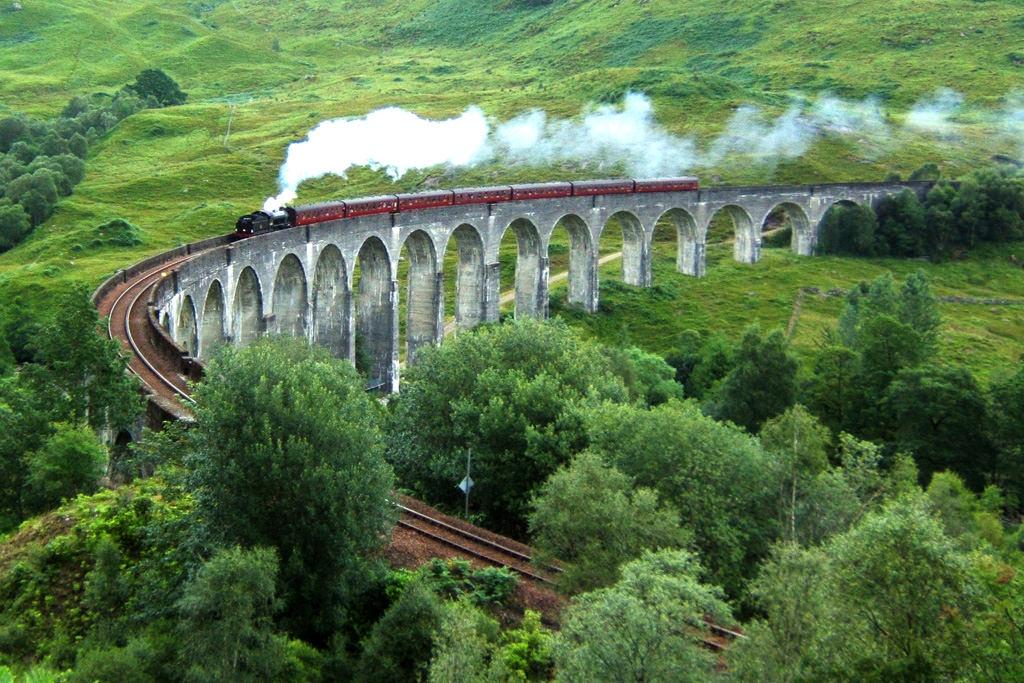 4-Glenfinnan-Viaduct-Scotland