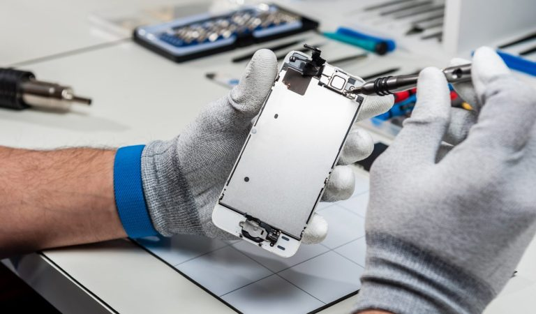 The Benefits of Hiring Experienced Phone Repair Professionals