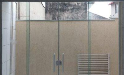 Porta de Correr Vidro Translúcido