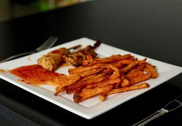 Những thực phẩm ăn nhanh , thức ăn không uy tín rất ảnh hưởng đến việc tăng chiều cao