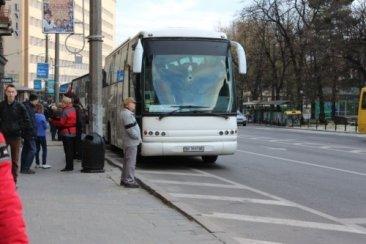 """Автобус ТО """"Відвідай"""" біля готелю Львів"""