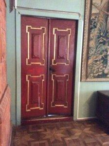 Двері в Олеському замку