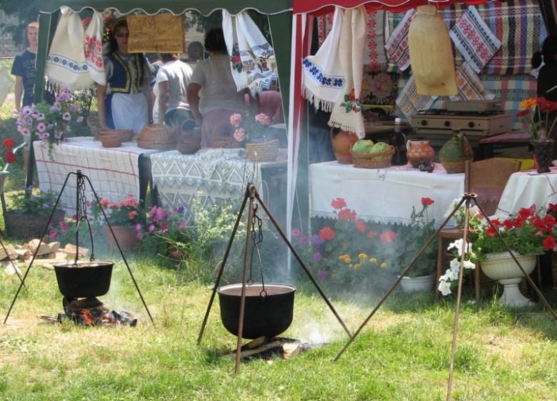 Организуйте дегустацию блюд местной кухни