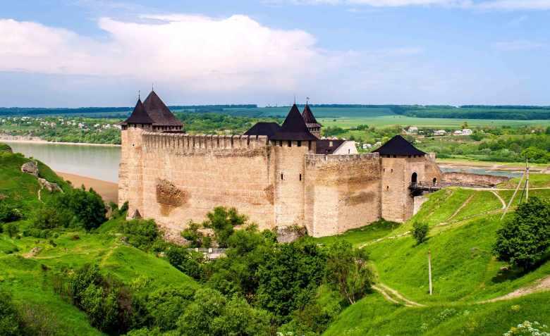 Хотинська фортеця на правому березі Дністра