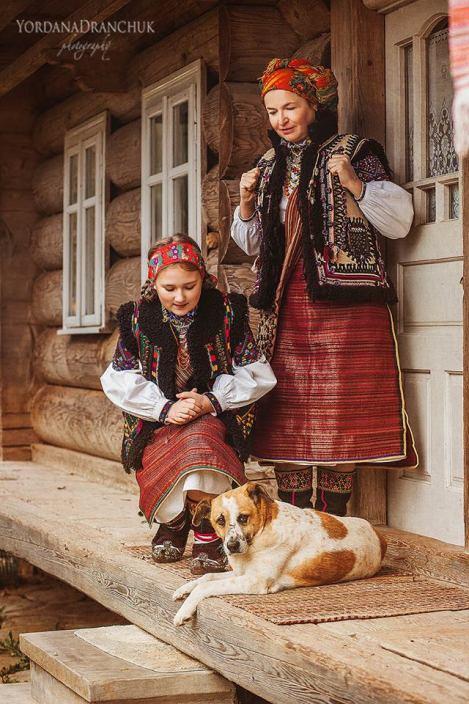 Гуцульське вбрання – дзеркало природної краси - Файні тури Україною e061b68283498