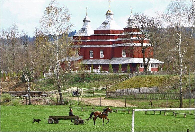 Церковь св. Дмитрия в верхней части села (1890 г.)