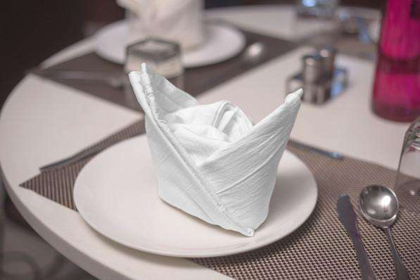 Flour sack towels can be turned into pretty dining table decor