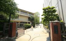 青山学院幼稚園 入口