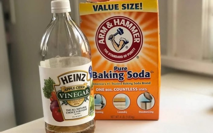 baking soda and vinegar: clean white shoes