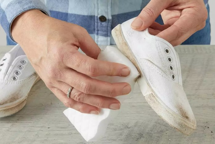 crepe wipes to clean shoes: Clean White Sneakers