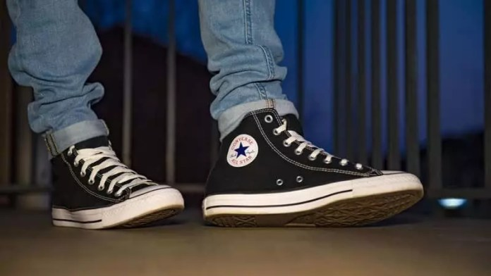 converse shoes: Sneakers vs Shoes