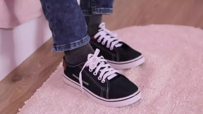 Plimsoll sneakers: Sneakers vs Shoes
