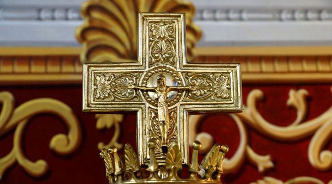 «Tu le vois Crucifié et tu l'appelles Roi»