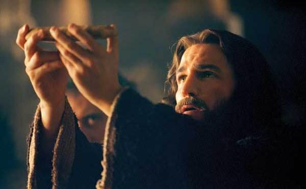 L'eucharistie fait dans le fidèle ce que la Passion du Christ fait dans le monde