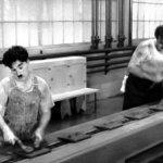 L'image n'est pas passée mais c'était Chaplin dans les Temps modernes ;-)