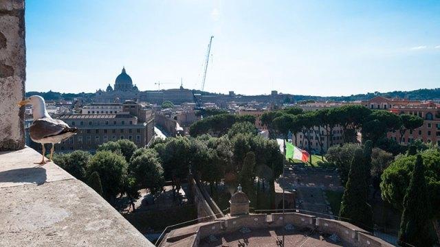 Ausblick aus der Engelsburg auf den Vatikan, Petersdom und Fluchtweg (Passetto)