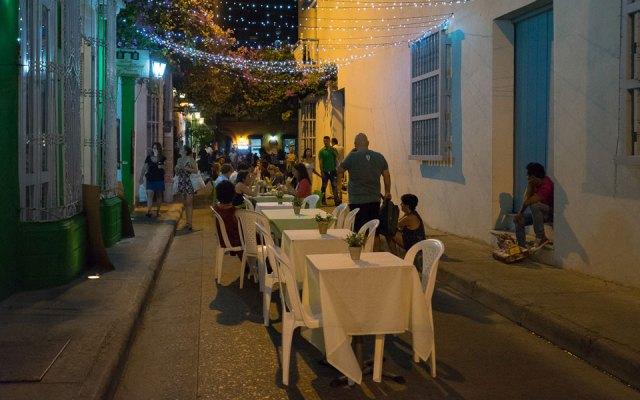 Essen am Abend auf der Straße Cartagena