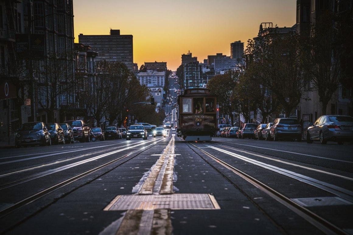 "california-street-cable-car ""width ="" 1200 ""height ="" 800 ""srcset ="" https://i0.wp.com/viel-unterwegs.de/wp-content/uploads/2018/10/california-street-cable-car.jpg?w=1160&ssl=1 1200w, https://viel-unterwegs.de/wp-content/uploads/2018/10/california-street-cable-car-500x333.jpg 500w, https://viel-unterwegs.de/wp-content/uploads /2018/10/california-street-cable-car-768x512.jpg 768w, https://viel-unterwegs.de/wp-content/uploads/2018/10/california-street-cable-car-1024x683.jpg 1024w ""data-lazy-sizes ="" (max-breedte: 1200px) 100 vw, 1200px ""/></p data-recalc-dims="