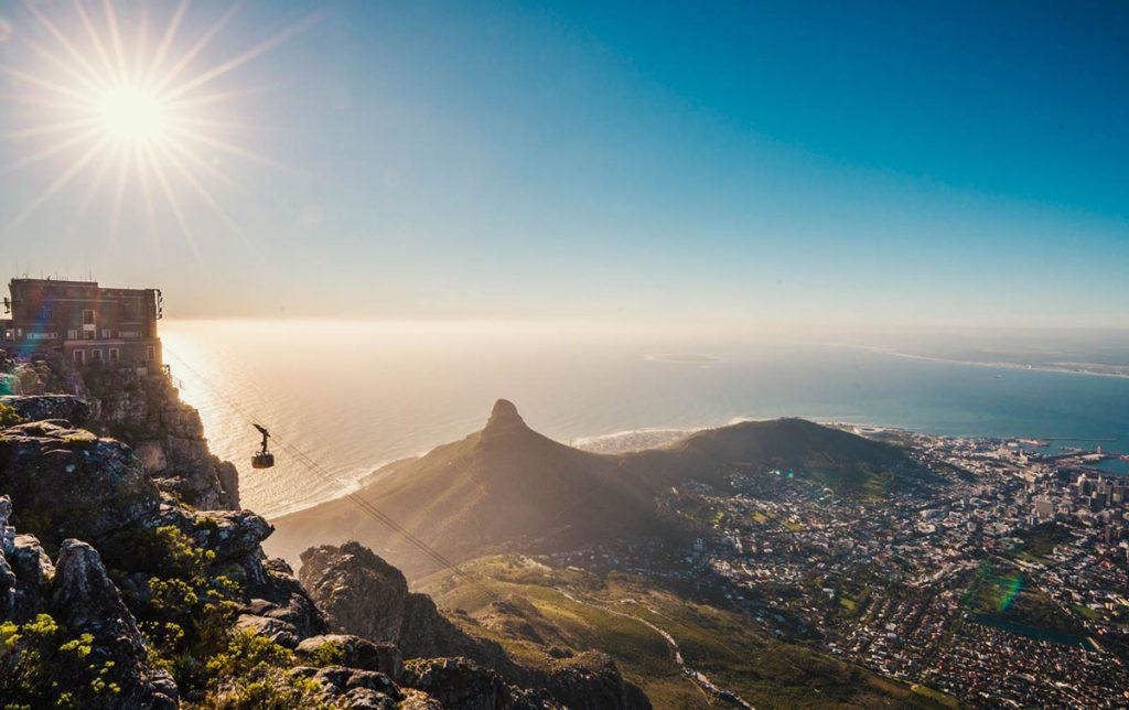 """Table Mountain Cape Town Sunset """"class ="""" lazy lazy-hidden wp-image-35507 """"srcset ="""" https://viel-unterwegs.de/wp-content/uploads/2018/10/tafelberg-kapstadt-sonnenmerung-1024x644.jpg 1024w , https://viel-unterwegs.de/wp-content/uploads/2018/10/tafelberg-kapstadt-sonnenmerung-500x315.jpg 500w, https://viel-unterwegs.de/wp-content/uploads/2018/ 10 / tafelberg-cape town-sunset-768x483.jpg 768w, https://viel-unterwegs.de/wp-content/uploads/2018/10/tafelberg-kapstadt-sonnenmerung.jpg 1200w """"data-lui-maten ="""" ( max-width: 1024px) 100vw, 1024px"""