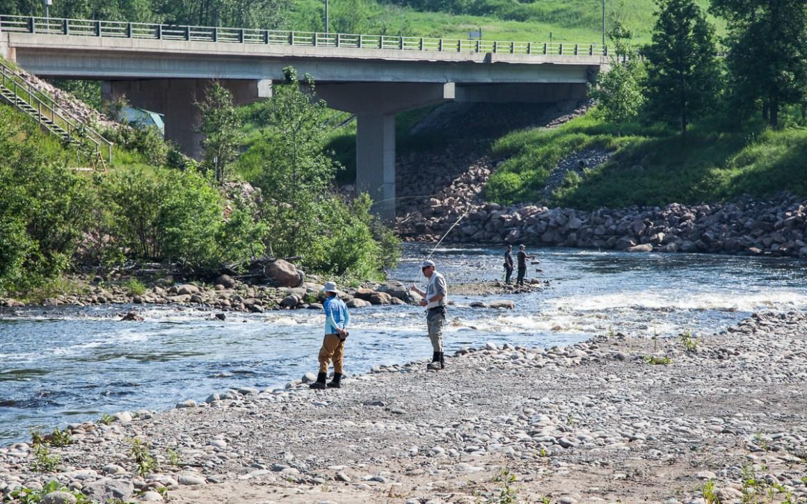 """quebec-roadtrip-rivière-à-mars-fliegenfischen"""" width=""""1200"""" height=""""750"""" srcset=""""https://i0.wp.com/viel-unterwegs.de/wp-content/uploads/2019/08/quebec-roadtrip-rivière-à-mars-fliegenfischen.jpg?w=1160&ssl=1 1200w, https://viel-unterwegs.de/wp-content/uploads/2019/08/quebec-roadtrip-rivière-à-mars-fliegenfischen-500x313.jpg 500w, https://viel-unterwegs.de/wp-content/uploads/2019/08/quebec-roadtrip-rivière-à-mars-fliegenfischen-768x480.jpg 768w, https://viel-unterwegs.de/wp-content/uploads/2019/08/quebec-roadtrip-rivière-à-mars-fliegenfischen-1024x640.jpg 1024w"""" sizes=""""(max-width: 1200px) 100vw, 1200px""""/></noscript data-recalc-dims="""