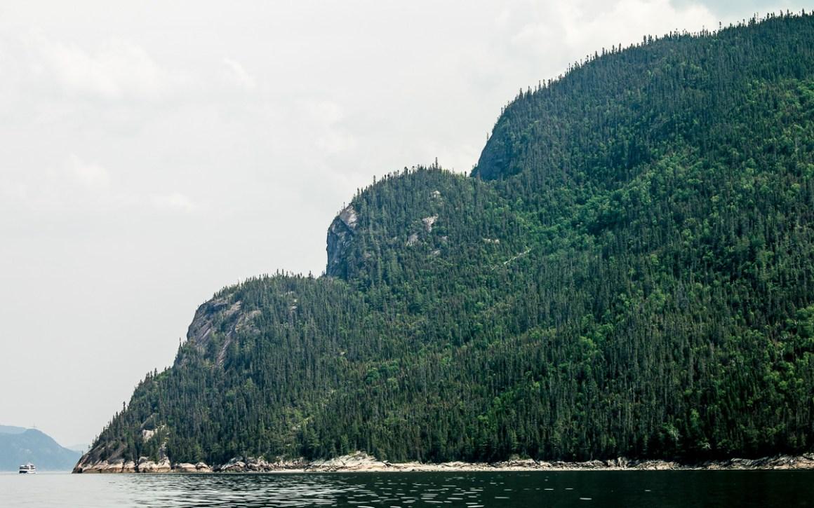 """quebec-roadtrip-saguenay-fjord-nationalpark"""" width=""""1200"""" height=""""750"""" srcset=""""https://i0.wp.com/viel-unterwegs.de/wp-content/uploads/2019/08/quebec-roadtrip-saguenay-fjord-nationalpark.jpg?w=1160&ssl=1 1200w, https://viel-unterwegs.de/wp-content/uploads/2019/08/quebec-roadtrip-saguenay-fjord-nationalpark-500x313.jpg 500w, https://viel-unterwegs.de/wp-content/uploads/2019/08/quebec-roadtrip-saguenay-fjord-nationalpark-768x480.jpg 768w, https://viel-unterwegs.de/wp-content/uploads/2019/08/quebec-roadtrip-saguenay-fjord-nationalpark-1024x640.jpg 1024w"""" sizes=""""(max-width: 1200px) 100vw, 1200px""""/></noscript data-recalc-dims="""