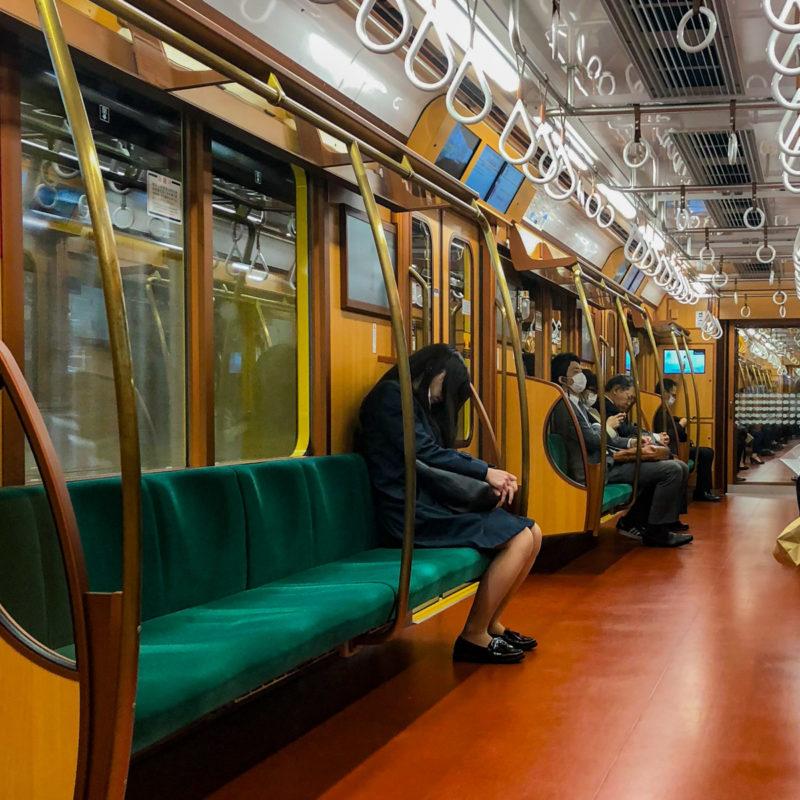 """typisch-Japans-metro-slaap """"class ="""" lui lui-verborgen wp-image-43183 """"srcset ="""" https://viel-unterwegs.de/wp-content/uploads/2020/03/typisch-japanisch-ubahn- sleep-800x800.jpg 800w, https://viel-unterwegs.de/wp-content/uploads/2020/03/typisch-japanisch-ubahn-schlafen-500x500.jpg 500w, https://viel-unterwegs.de/ wp-content / uploads / 2020/03 / typisch-japanse-metro-slaap-300x300.jpg 300w, https://viel-unterwegs.de/wp-content/uploads/2020/03/typisch-japanisch-ubahn-schlafen -768x768.jpg 768w, https://viel-unterwegs.de/wp-content/uploads/2020/03/typisch-japanisch-ubahn-schlafen-150x150.jpg 150w, https://viel-unterwegs.de/wp -inhoud / uploads / 2020/03 / typisch-japanse-metro-slaap-120x120.jpg 120w, https://viel-unterwegs.de/wp-content/uploads/2020/03/typisch-japanisch-ubahn-schlafen. jpg 1200w """"data-lazy-sizes ="""" (max-breedte: 800px) 100vw, 800px"""