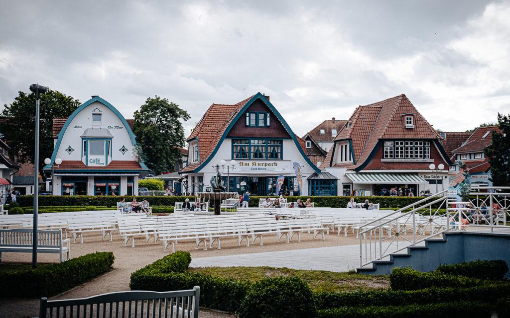 Kurpark en middenpromenade in Boltenhagen