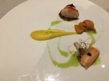 """""""Britanny Blue Lobster"""": Hummer, Seeigel, Paste aus süßem Mais, schwarzer Knoblauch, Frühlingszwiebel"""