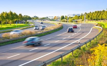 Bei Bedarf frühzeitig und sicher die Spur wechseln: Damit automatisiert fahrende Autos diese Aufgaben übernehmen können, müssen sie jederzeit exakt ihre Position kennen.