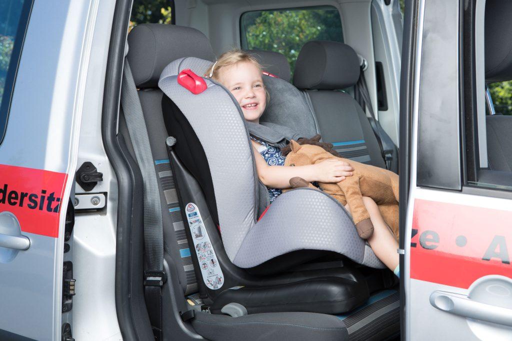 Die Wahl des passenden Kindersitzes ist wichtig, damit im Fall eines Aufpralls das Kind am ganzen Körper geschützt ist. Der Kauf sollte anhand des Gewichts des Kindes vorgenommen werden - Kauf eines Kindersitzes