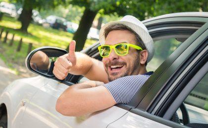 Ein gutes Klima im Auto trägt ganzjährig dazu bei, dass man sein Ziel entspannt erreicht. Bei einem Sommercheck sollte man daher Klimaanlage und Standheizung prüfen.