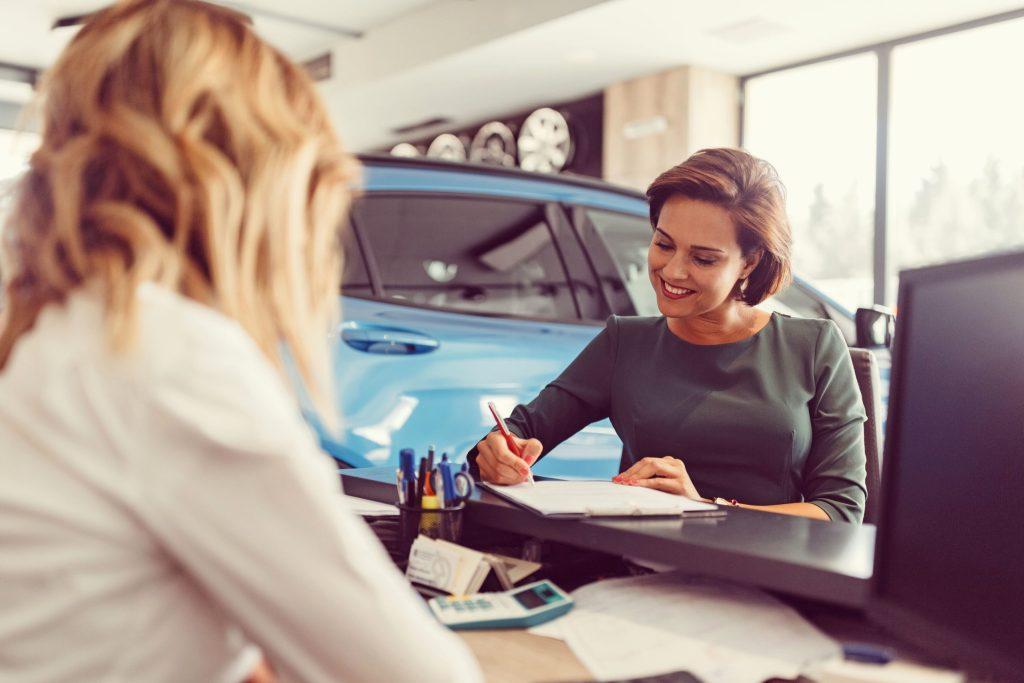 Zwei Drittel der deutschen Autofahrer und Autofahrerinnen sind von der Idee der Finanzierung eines Fahrzeugs angetan. Und knapp die Hälfte hat sogar bereits ein Auto finanzieren lassen.
