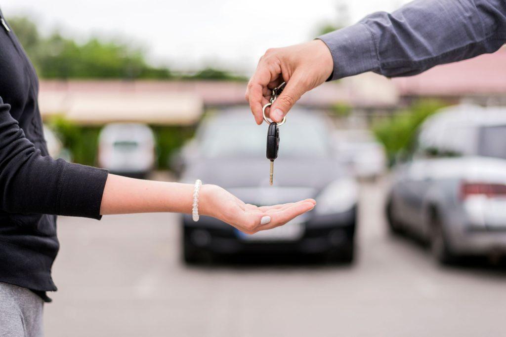 Über spezielle Online-Marktplätze können Privatleute heute ihr Auto sicher verkaufen - beispielsweise an ausgewählte Händler - Autoverkauf