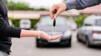 Über spezielle Online-Marktplätze können Privatleute heute ihr Auto sicher verkaufen - beispielsweise an ausgewählte Händler.
