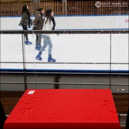 Chicas patinando sobre hielo