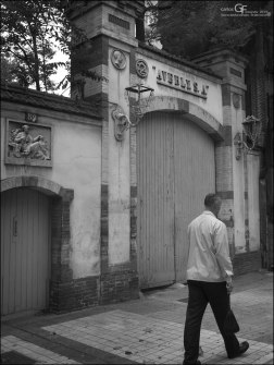 Averly - puerta principal