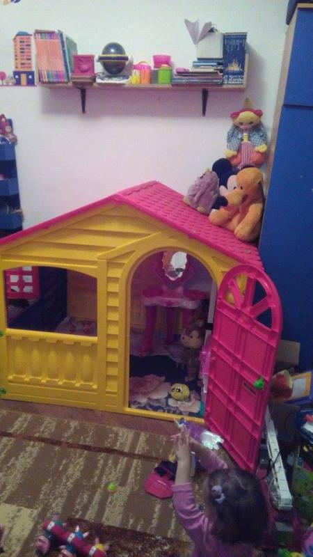 camera fetita 2 ani si 7 luni