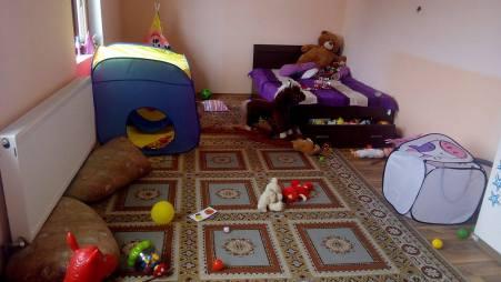 camera fetita 2 ani